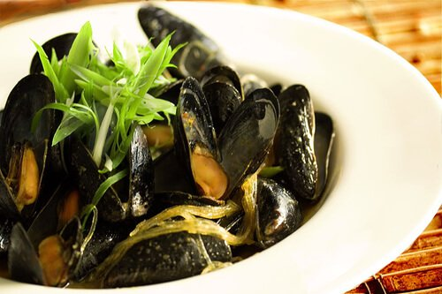 Steamed Mussels in Lemongrass Coconut Curry