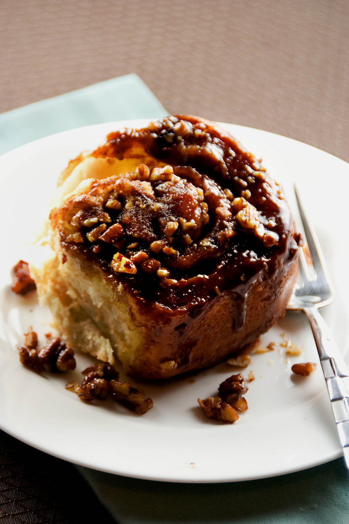No-Knead Sticky Pecan Caramel Cinnamon Rolls - Steamy Kitchen Recipes