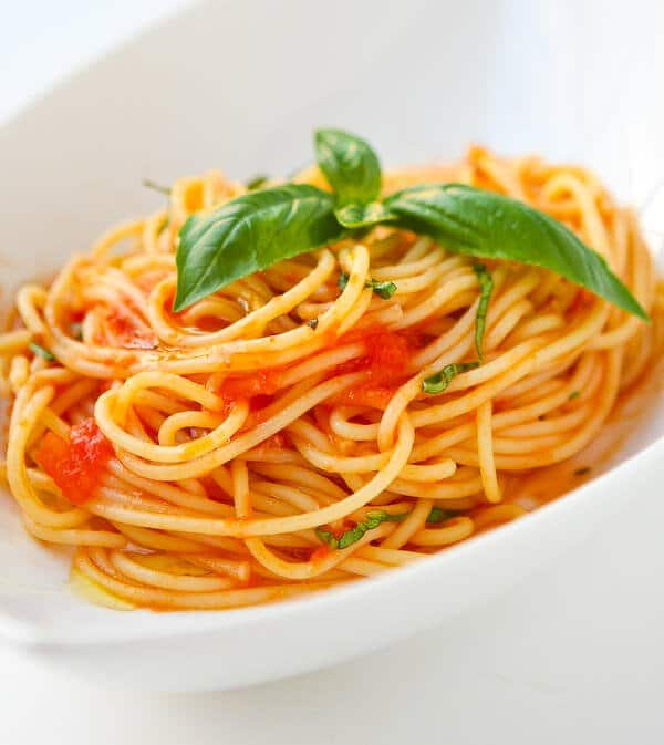 Scarpettas Spaghetti with Fresh Tomato Sauce and Garlic Basil Oil
