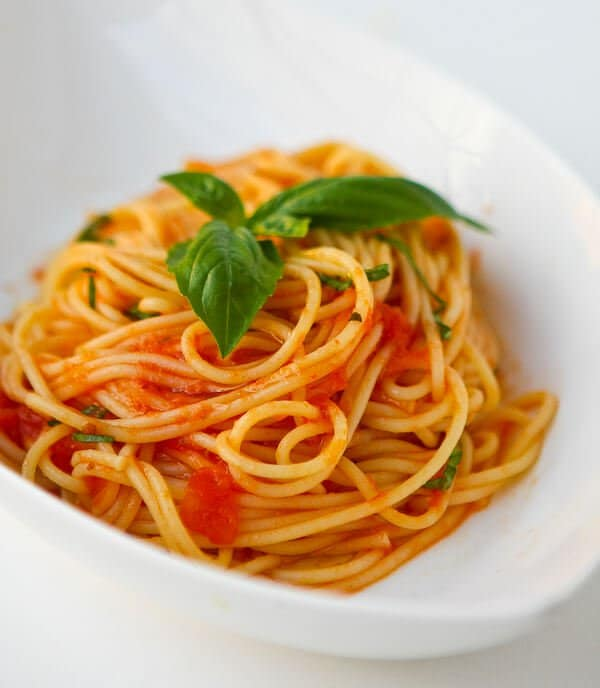 Scarpetta's Spaghetti with Fresh Tomato Sauce and Garlic Basil Oil ...