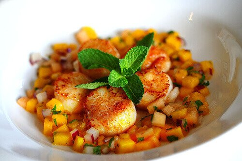 Seared Scallops with Mango Melon Salsa