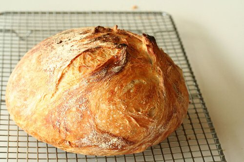 Cooldown before slicing No Knead Bread