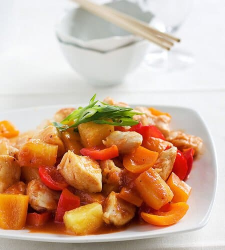 https://steamykitchen.com/wp-content/uploads/2010/04/sweet-sour-chicken.jpg