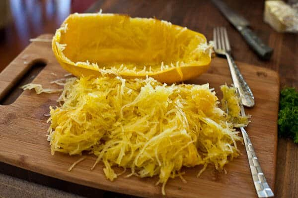 http://steamykitchen.com/wp-content/uploads/2010/09/baked-spaghetti-squash-garlic-butter-4575.jpg?4fd0a3