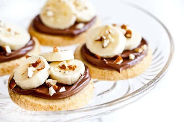 Shortbread Cookies with Nutella, Banana and Almonds