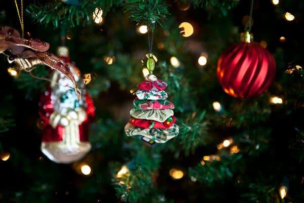 Sew a Simple Christmas Tree Yo Yo Ornament! Kids can make this.