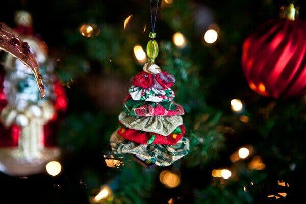 How to Make Christmas Tree Yo-Yo Ornament