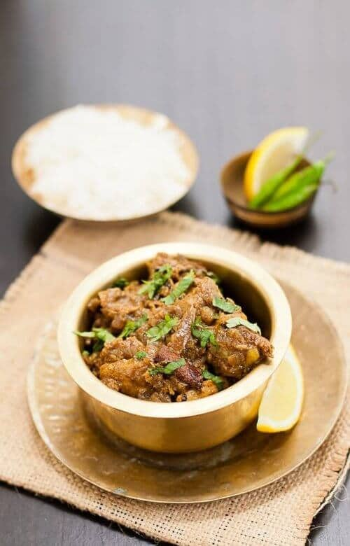 Chicken vindaloo served in a bowl