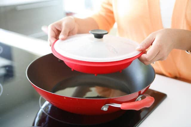 Steamy Kitchen Wok Accomodates Several Dishes