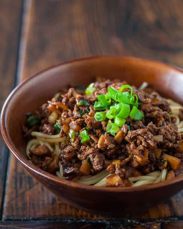 Taiwanese Noodles with Meat Sauce Recipe (Taiwanese Spaghetti ...