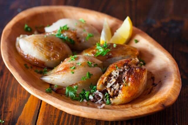 onions and lemon wedge