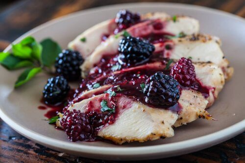 Chicken with blackberry sauce