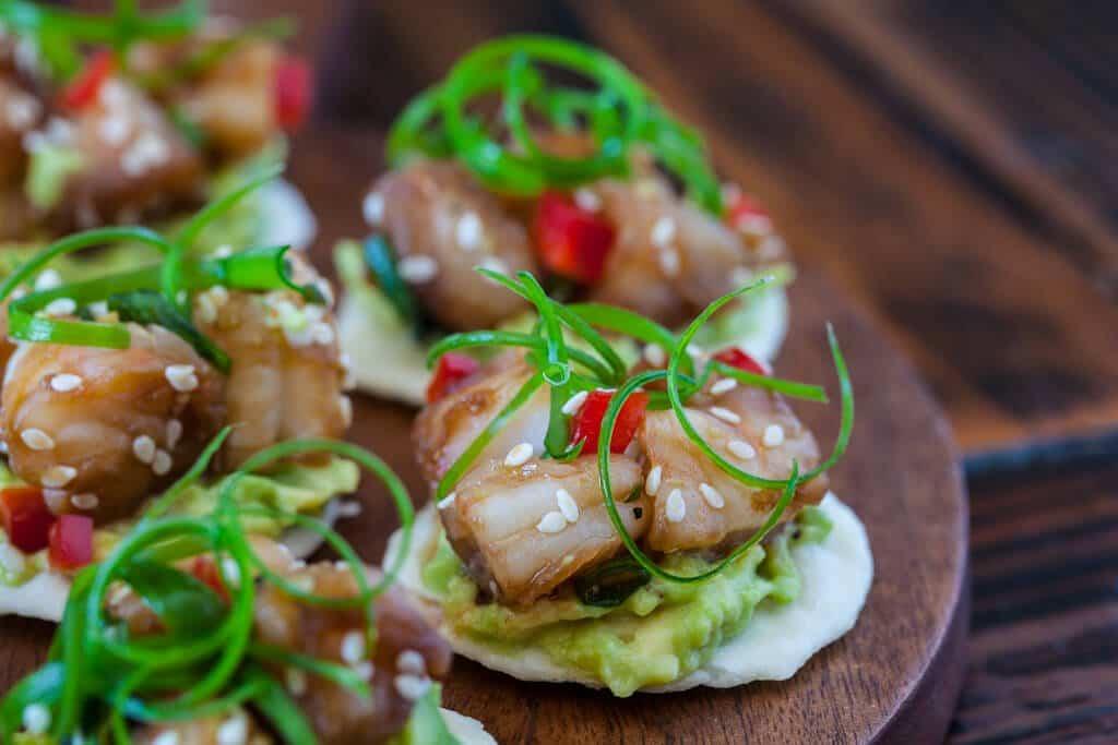 Wasabi shrimp with avocado on rice cracker steamy for Shrimp canape ideas