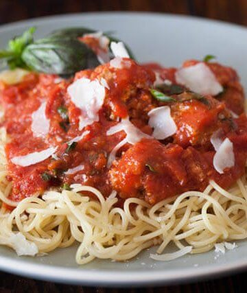 spaghetti with turkey tofu meatballs recipe featured-9594