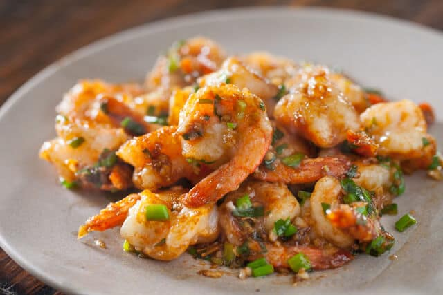 garlic ginger shrimp stirfry featured-1102