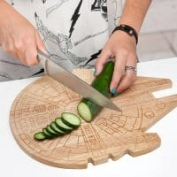ilrv_sw_millenium_falcon_wood_cutting_board_inuse
