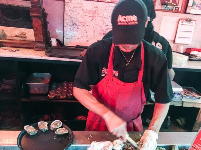 best-way-to-eat-raw-oysters-0312