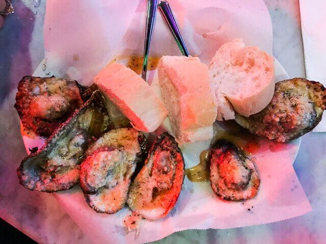 best-way-to-eat-raw-oysters-0317