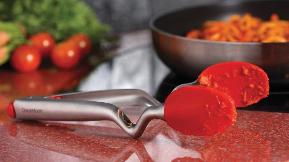 The best tongs sits up and off the counter