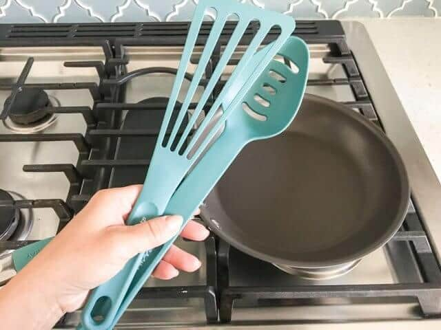 rachael ray hard anodized 12 piece these utensils rachael ray hard anodized cookware set review giveaway steamy